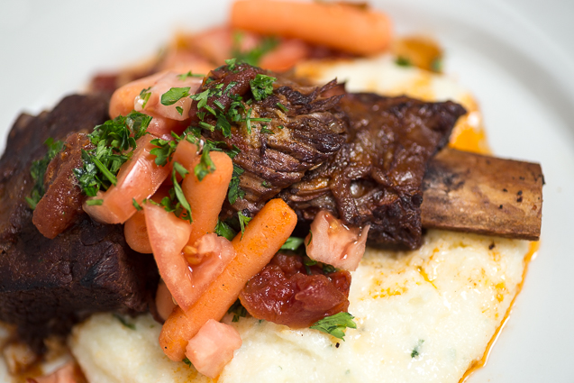 mystik catering braised short ribs with grits - kansas city food photographer - www.anthem-photo.com - 002