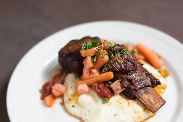 mystik catering braised short ribs with grits - kansas city food photographer - www.anthem-photo.com - 003