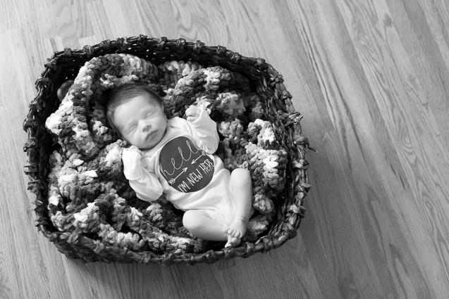 Evan Mills- - Kansas City Lifestyle Photographer | In-Home Newborn Session | www.anthem-photo.com | Anthem Photography Jaime Russell - www.anthem-photo.com - 009